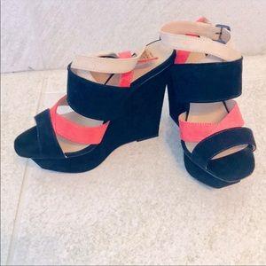EUC🖤ZARA🧡Platform Sandals